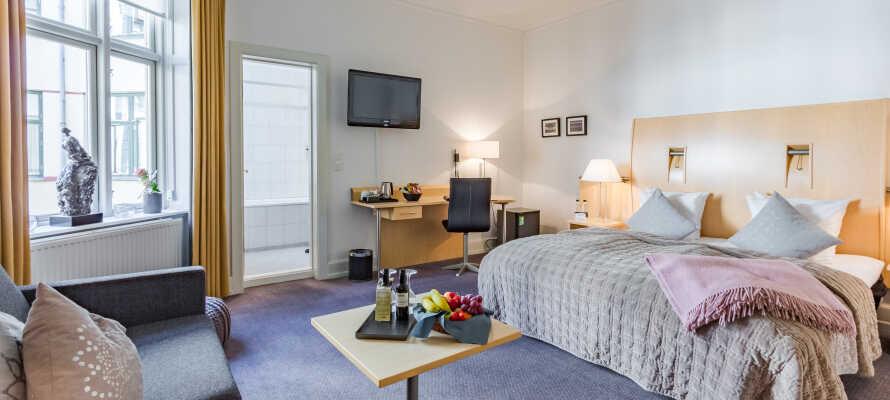 Få en gratis opgradering til et af hotellets ekstra komfortable Superior værelser.