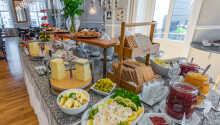 Start dagen med en herlig skandinavisk morgenbuffet, med et godt udvalg.