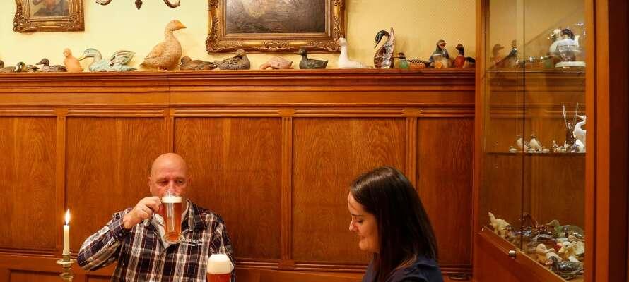 Das Restaurant Wintergarten serviert köstliches Essen und eine gemütliche Atmosphäre mit viel gutem Bier und Wein.