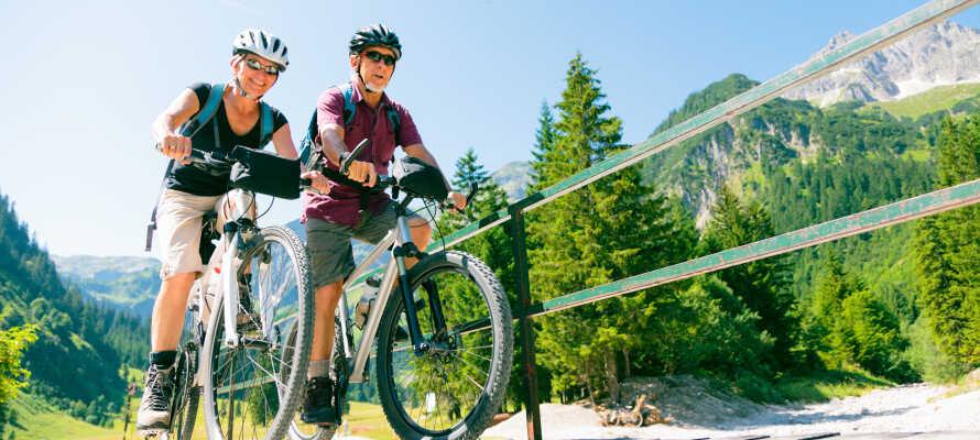 Området är perfekt för vandrimg och cykling. Ni kan låna cyklar gratis på hotellet.