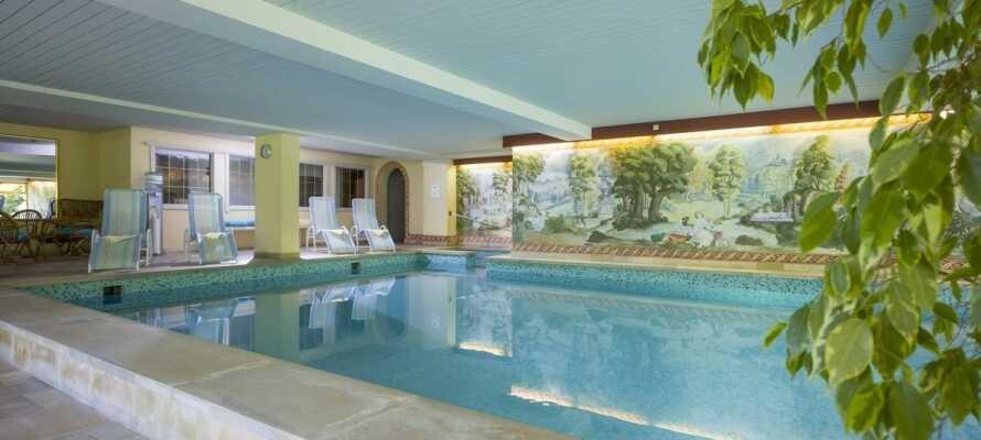 Efter en oplevelsesrig dag kan I slappe af i hotellets lille spaområde, som bl.a. byder på en indendørs swimmingpool.