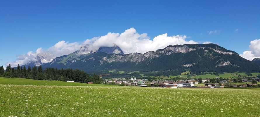 Den smukke Kitzbühel-region byder på masser af dejlig natur, hyggelige byer og spændende oplevelser året rundt.