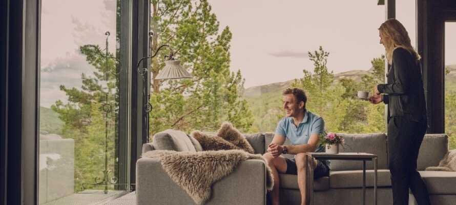På hotellet vill man att gästerna ska känna sig som hemma. Här ligger fokus på värme och gästfrihet.