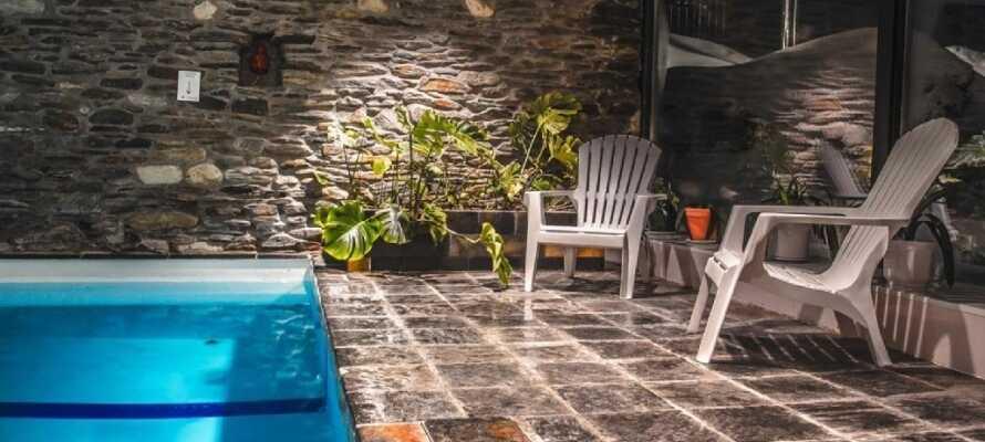 Hotellet har en dejlig 26 grader varm swimmingpool og der er mulighed for at gå i sauna.
