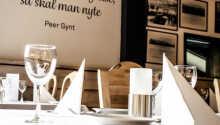 Im Hotelrestaurant werden sowohl norwegische als auch internationale Gerichte serviert und Bier von der lokalen Brauerei ausgeschenkt.