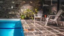 Hotellet har en inomhuspool som är uppvärmd till 26 grader och här finns också möjlighet att bada bastu.