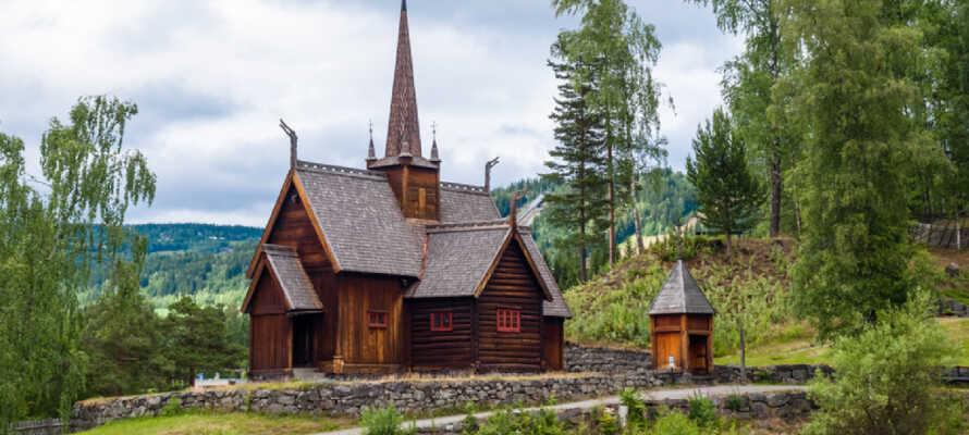 Fra hotellet er der kun 25 km til Lillehammer, hvor I blandt andet kan se det Olympiske Stadion.