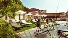 När vädret tillåter kan ni njuta av sol och värme ute på terrassen.