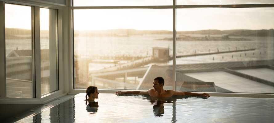 Hotellets store wellnessområde har udsigt mod havet og skærgården og tilbyder masser af lækre og afslappende muligheder