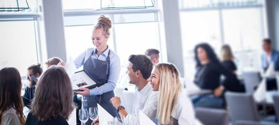 Hotellets restaurant Latitude 58° serverer udsøgte retter á la carte som I kan nyde i en hyggelig atmosfære