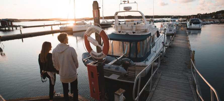 Tag på udflugt og udforsk f.eks. de maleriske svenske skærgårde med en romantisk bådtur