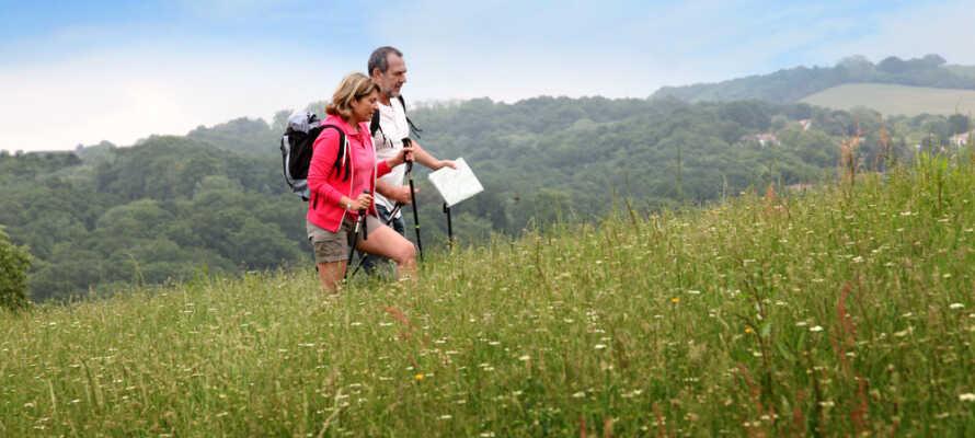 Oplev de naturskønne omgivelser, som byder på mange gode vandre-og cykelruter