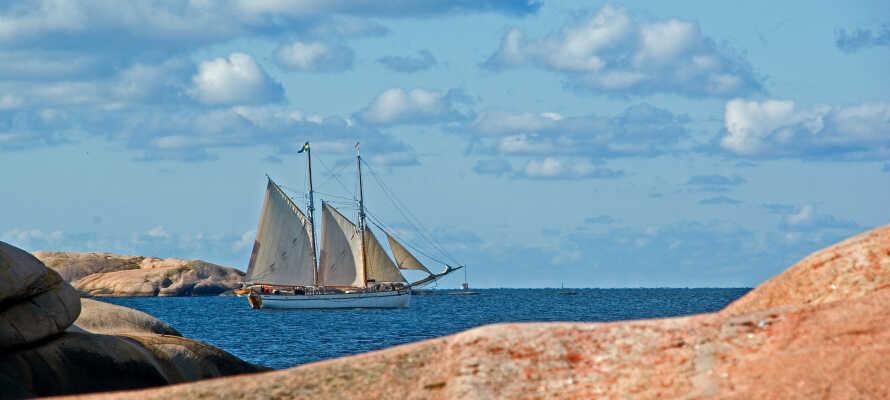Hotellet ligger på Sveriges vestkyst, i naturskønne omgivelser, tæt på havet og naturreservatet.