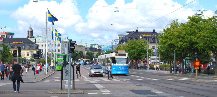 Der er ikke langt til Göteborg, der bl.a. byder på gode shoppingmuligheder og husk at besøge Liseberg.