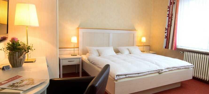 Hotellets mysiga ljusa rum är en perfekt bas för er vistelse i Büsum.