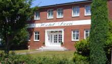 Hotel Dorn har ett härligt läge i i Büsum med närhet till hamn och kust.