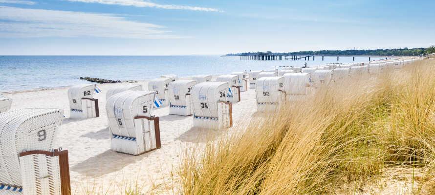 Stranden ligger like bak hotellet.