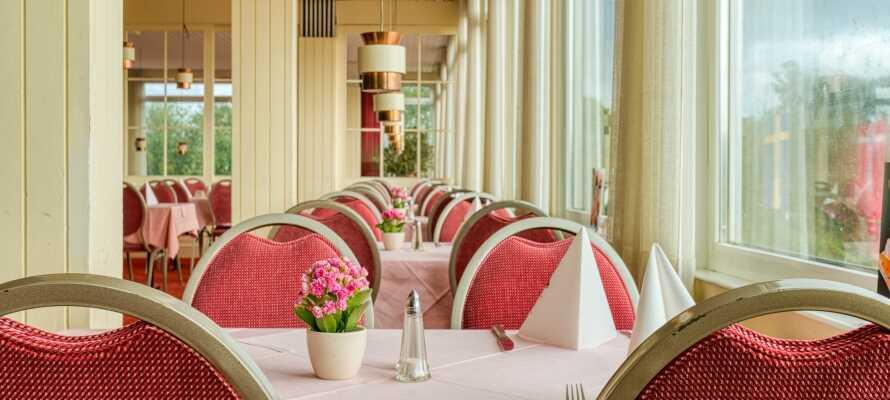 I hotellrestaurangen erbjuds läckra lokala och regionala rätter.
