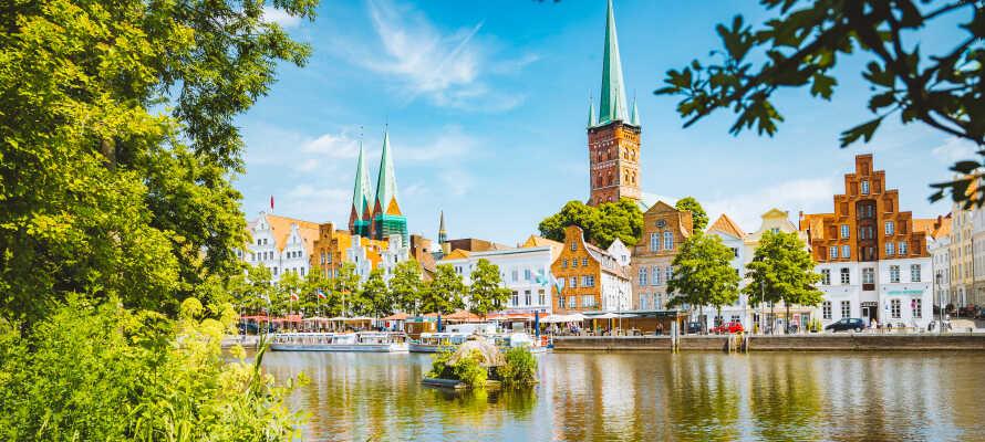 Under opholdet er det værd at besøge den gamle hansestad, Lübeck, som er kendt for sin marcipan og sine syv tårne.