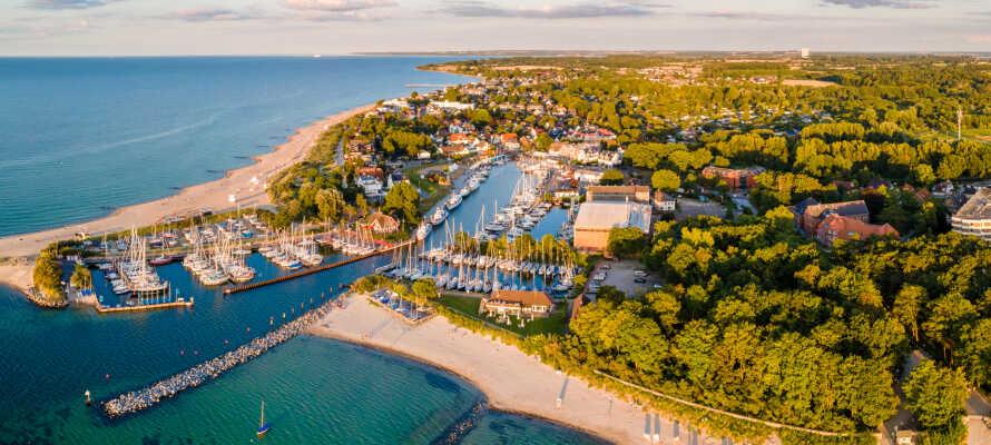 Nyd en skøn badeferie tæt på stranden med et dejligt hotelophold på Holsteiner Hof i Timmendorfer Strand.