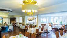 I får den perfekte start på dagen med en lækker morgenmad i hotellets flotte restaurant.