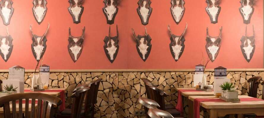 Om kvelden kan dere nyte kulinariske spesialiteter fra regionen i hotellets nydelige Restaurant Klosterkrug.