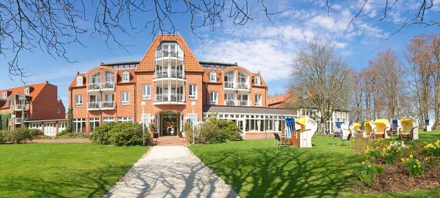 Hotel Hohe Wacht ligger blot en lille gåtur fra strandkanten og byder jer velkommen i flotte omgivelser.