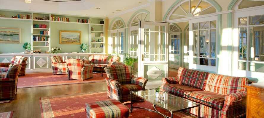 I hotellets bibliotek kan I slappe af og læse en god bog i rolige omgivelser