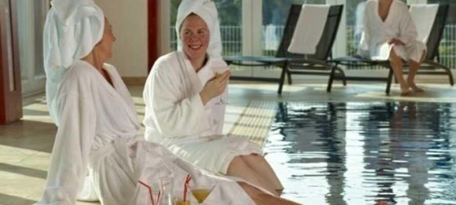 Fri tillgång till relax, pool och jacuzzi, med möjlighet till massage eller spabehandlingar.