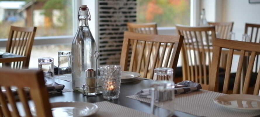 Restaurang Balders Krog är öppen året om med god mat, gedigen vinlista och vinprovningar.