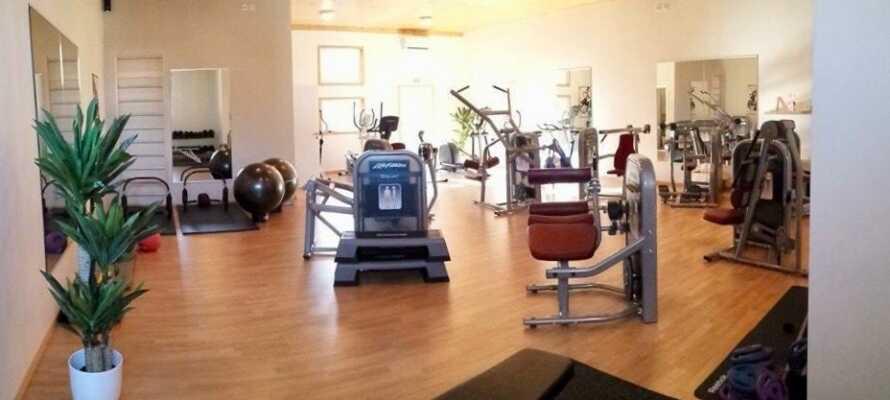 Hold træningen i gang under ferien, med en tur i hotellets veludstyrede fitnessrum.