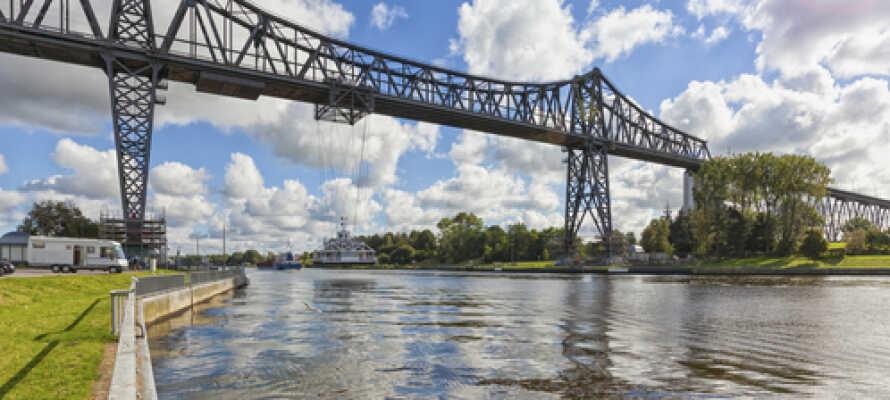 Eine der vielen Brücken, die bei Rendsburg den Nord-Ostsee-Kanal überqueren.