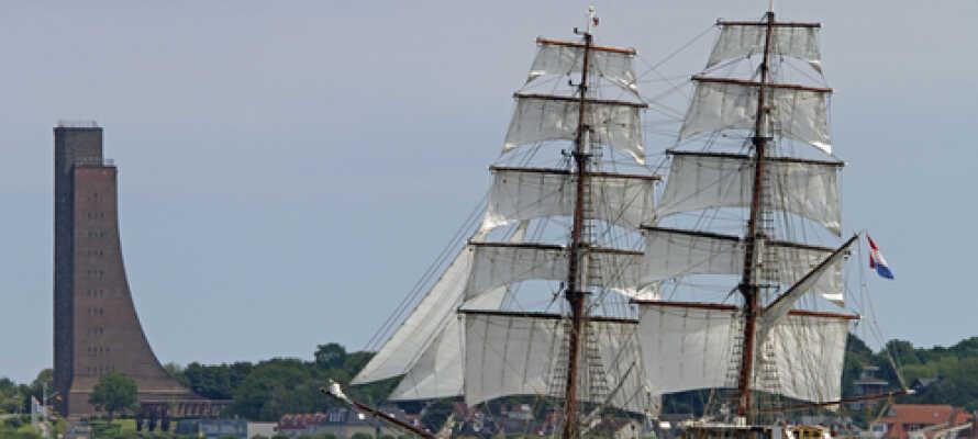 Tæt på Laboe, Kiel kan I være heldige at få øje på de gamle sejlskibe.