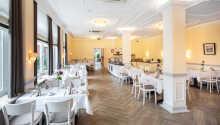 Hotellet serverer en morgenbuffe, så start dagen med en fyldt mave på Morgenmadsbistroen.