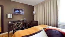 Alle Zimmer sind mit  bequemen Betten, Schreibtisch, Sitzbereich, TV, Telefon, WLAN sowie Bügelbrett und Bügeleisen ausgestattet.