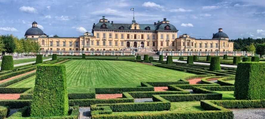 Besök vackra Drottningholm slott, kungaparets residens.