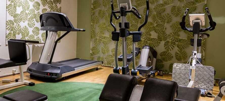 Tillgång till minigym med löpband, crosstrainer, cykel, hantlar, kettlebells och gymboll.
