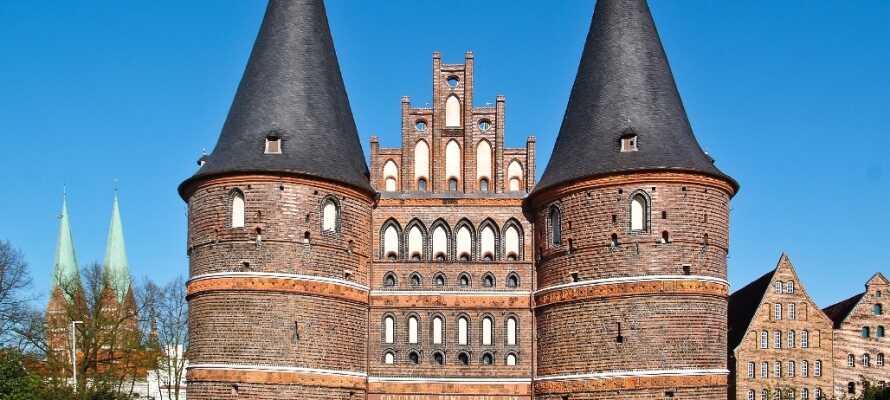 Byen Lübeck, hvor især den gamle bydel skal ses med sine gamle bygninger.