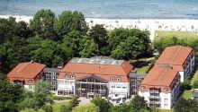 Seehotel Boltenhagen har en suveren beliggenhet ved strandpromenaden i den populære badebyen