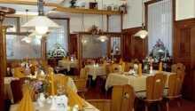 Das Hotelrestaurant: Das Restaurant serviert Gerichte aus der traditionellen Küche der Region.