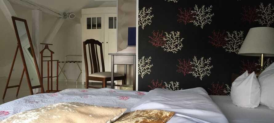 Hotellets rom er innredet med stor vektlegging på interiørdetaljer også kunst, så klart!