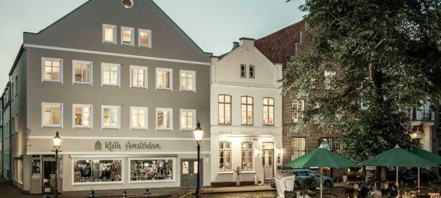 Hotel Klein Amsterdam ligger midt i byen rett ved markedsplassen, i den hyggelige byen Friedrichstadt.
