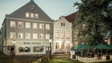 Dette hotel ligger midt i den charmerende by, Friedrichstadt