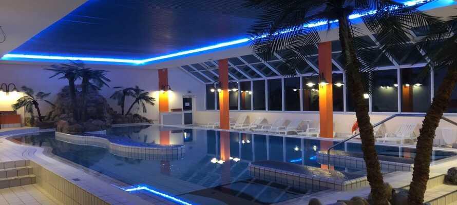 Der er adgang til indendørs swimmingpool på hotellet