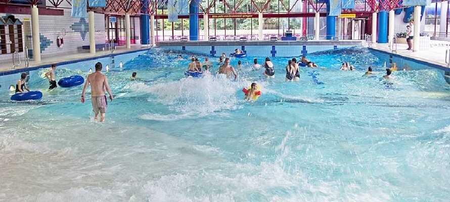 Om de yngste har lyst på morsomme badeforhold, så er badelandet Vitamar stedet! Vitamar ligger 10 minutter fra hotellet.