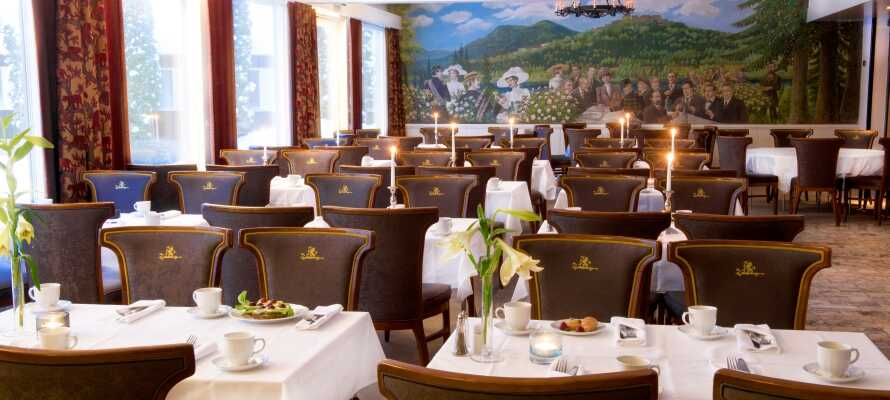Hotellet har to forskellige restauranter hvor I kan nyde dejlig mad i hyggelige omgivelser.