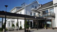 Vinger Hotell ligger i idylliske omgivelser, midt i den smukke fæstningsby Kongsvinger.