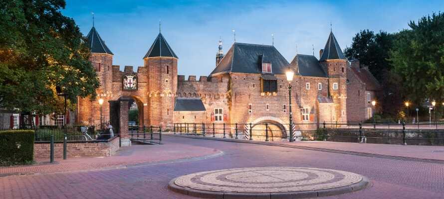 Amersfoort er en smuk by med mange seværdigheder og muligheder, såsom den imponerende byport, Koppelpoort.