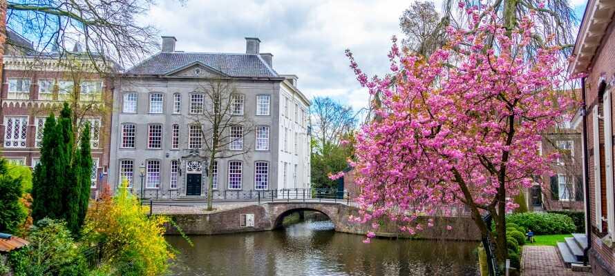 Byen tilbyder en perfekt kombination af byliv med kunst, kultur, shopping og natur med kanaler, skove og grønne områder.