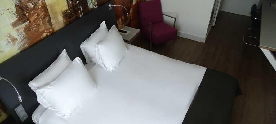 De moderne værelser tilbyder et højt komfortniveau og lægger op til afslapning i behagelige omgivelser.